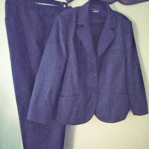 Harve Benard 2pc. Pant Suit
